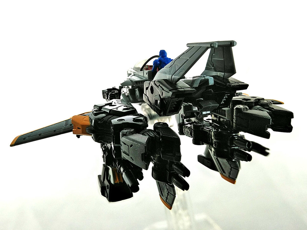 2019-04-11_diaclone_ps-maneuver-skyjacket_mode1-3.jpg