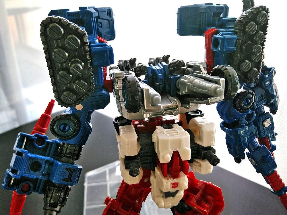 2019-05-31_transformers-siege_sixgun_cog-six4.jpg