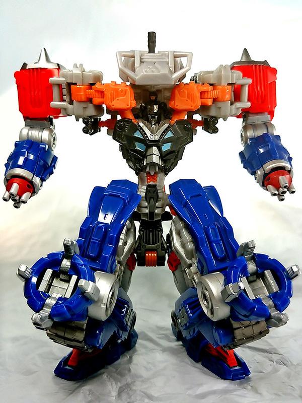 2016-07-02_daiaclone_hada22-autobot-thunderhead_work-bot-t1.jpg