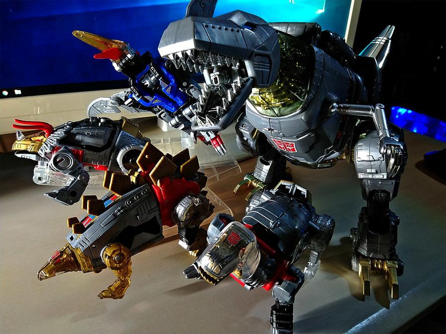 2019-01-24_transformers-masterpiece08_grimrock_and_dinobots1b.jpg