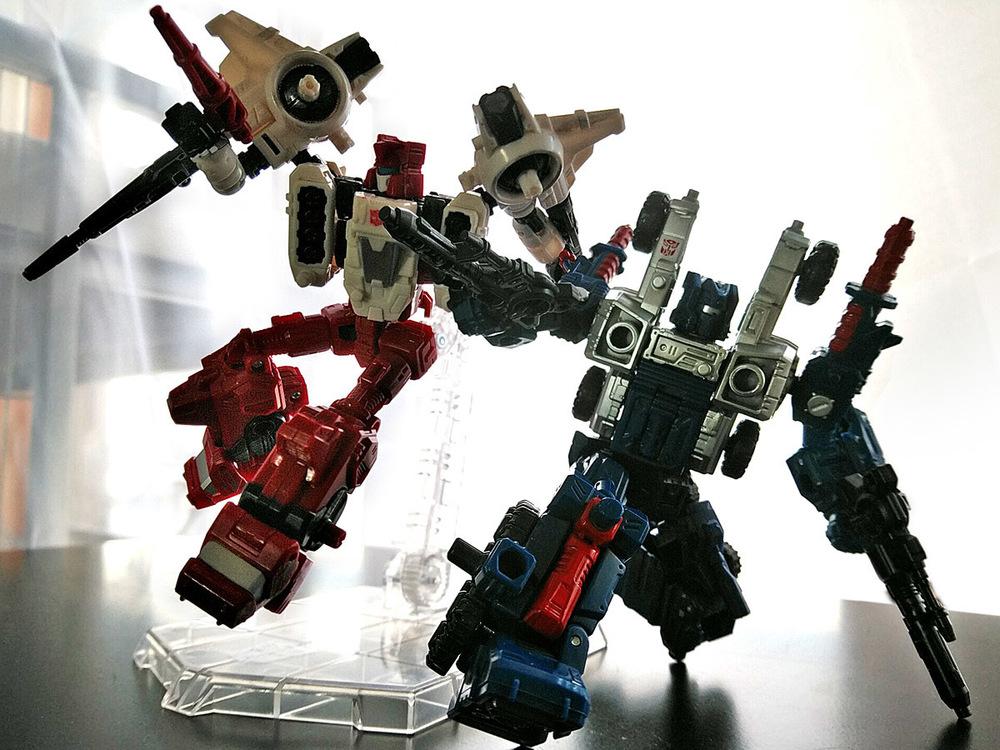 2019-04-29_transformers-siege_sg18-sixgun_two-shot2.jpg