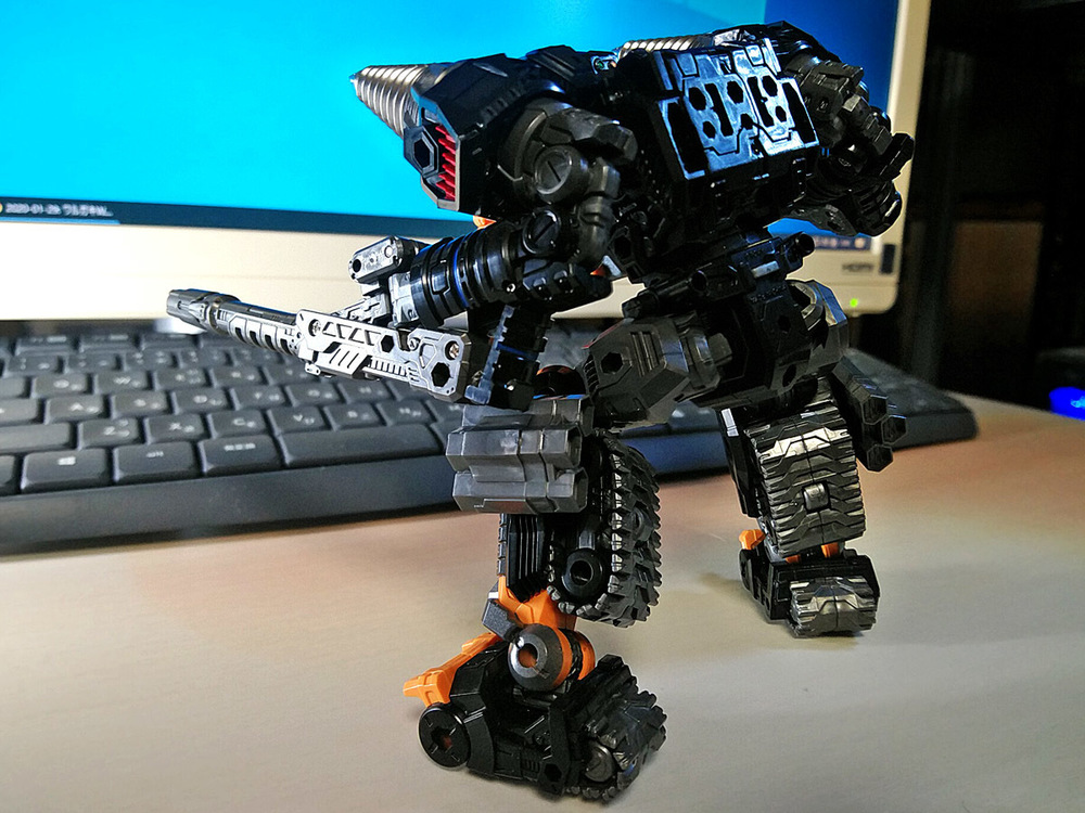 2020-02-06_diaclone-trivers_tridigger_double-arm3.jpg