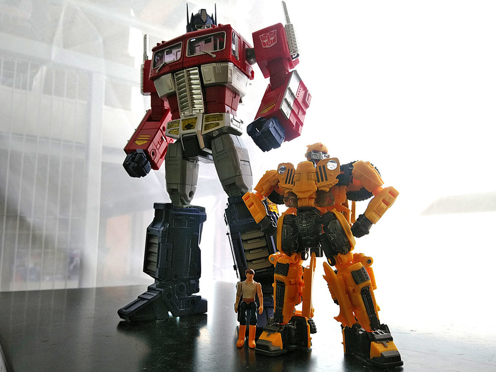 2020-05-03_transformers-studio-series_offroad-bumblebee_group-shot2.jpg