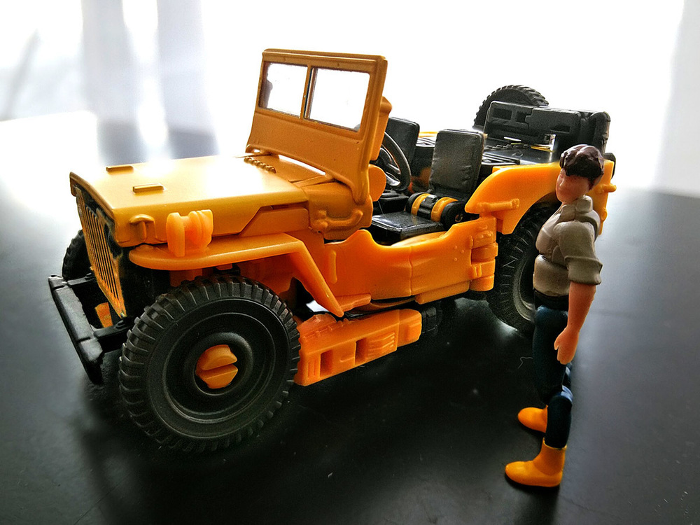 2020-05-03_transformers-studio-series_offroad-bumblebee_vehicle1.jpg